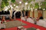 Unik, TPS di Sumbawa Barat mirip tempat acara pernikahan dan berkostum petani