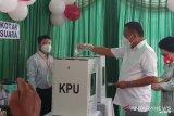Gubernur Olly mencoblos di TPS III Bumi Beringin Manado