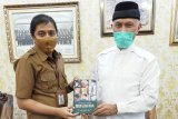Buku Generasi Emas Minangkabau di Tangan Gubernur Terpilih Sumbar