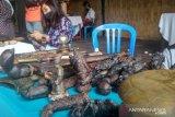 Ratusan pengoleksi keris ramaikan Pekenan Dayan Gunung di kawasan wisata Gili Trawangan Lombok