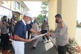 Yayasan Budha Tzu Chi berikan bantuan beras kepada warga terdampak COVID-19