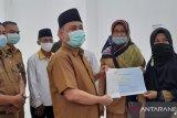 Peringati HUT Ke-49, KORPRI Padang Pariaman serahkan beasiswa berprestasi