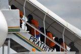 Sebanyak 23 tersangka teroris JI tiba di Jakarta