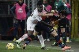 Milan ditahan tim papan bawah Genoa 2-2, namun tetap memuncaki klasemen