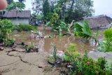 Dua rumah di Tempuling Inhil hanyut ke sungai