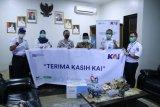 KAI Divre III salurkan CSR, berikan ribuan masker ke warga Sumsel