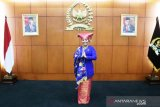 Dilantik jadi anggota MPR-RI, Rezka kenakan baju khas Minangkabau