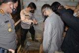 Polisi periksa bunker di rumah teroris