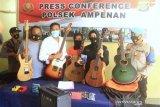 Alasan adiknya sakit, penjaga toko curi enam gitar senilai Rp30 juta