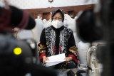 Tri Rismaharini dari Wali Kota Surabaya menuju Mensos