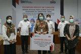 SIG serahkan bantuan dana operasional tenaga medis di Tuban