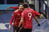 Manchester United menaklukkan Everton 2-0