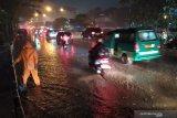 Pasteur Bandung banjir, sebabkan kemacetan  dan rendam mobil