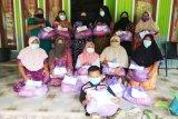 Wanita Islam Bartim bagikan paket bahan pangan untuk masyarakat
