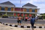 PLBN Skouw menadi objek wisata warga Jayapura saat libur Natal