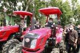 Petani sayur Kota Pagaralam  dibantu alat mesin petanian
