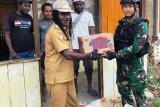 Satgas Yonif PR 432 Kostrad berikan sembako Natal warga di Mamberamo Tengah