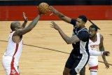 Empat pemain Rockets absen dua laga karena harus jalani karantina COVID-19