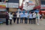 Satgas BUMN Provinsi Lampung bagikan 1.000 masker di Pasar Panjang