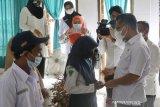 Pemkot Kendari memberikan beasiswa untuk 320 siswa miskin berprestasi