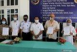 Fary Francis serahkan empat bus hasil perjjuangannya ke univesitas dan yayasan di Kupang