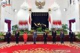 Menakar soliditas kabinet Jokowi dalam tahun bersejarah 2021