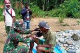 Satgas Yonif 516/CY berikan layanan kesehatan gratis warga perbatasan RI-PNG