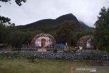 Pengelola TWA Gunung Papandayan Garut bangun rumah khas Papua