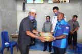 Demokrat Papua bantu keramik dan semen pembangunan Masjid Al Muhajirin Pulau Kosong