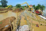 Perbaikan tanggul Sungai Gelis