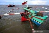 Nelayan Tidak Melaut Akibat Cuaca Buruk