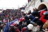 Berupaya batalkan kekalahan Trump, pendukung Donald Trump serbu gedung Kongres AS