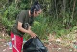 Pemuda Gumas bersihkan objek wisata dari sampah