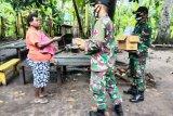 Satgas Yonif 125/Si'mbisa bagikan vitamin ke warga di perbatasan RI-PNG