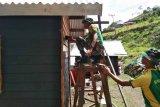 Satgas Yonif Raider 432 Kostrad bantu bangun rumah warga Tolikara