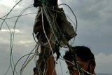 Petugas temukan diduga kabel dan serpihan pesawat  di Pulau Seribu
