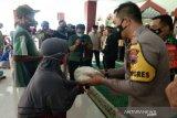 Polresta-Kodim Pekalongan salurkan bantuan beras kepada warga miskin