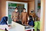 Dinas Perpustakaan Kepri layani perawatan arsip  yang rusak akibat banjir