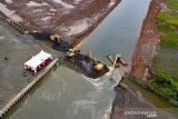 Bau busuk di Pantai Losari mulai dipulihkan