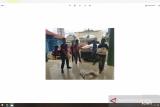 Sujadi serahkan bantuan untuk korban banjir bandang di Kecamatan Pardasuka