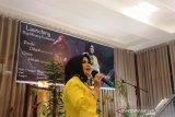Hadirkan warna musik yang berbeda, Isteri mantan Kajati Sumbar luncurkan album lagu Minangkabau