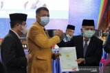 Pemkab Padang Pariaman serahkan sertifikat tanah kampus UNP