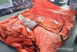 Tim Dislambair TNI AL temukan serpihan hingga barang pribadi penumpang Sriwijaya SJ-182