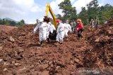 16 orang tewas dalam bencana longsor Sumedang dan tiga korban baru ditemukan