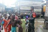 Babinsa Koramil Mapurujaya bekali anak Kampung Kamoro wawasan kebangsaan