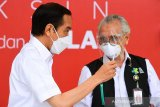 Presiden Jokowi : Disuntik vaksin tidak terasa, setelah dua jam agak pegal