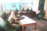 Babinsa Koramil Yapsel bantu aparat kampung selesaikan sengketa batas tanah