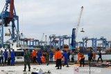Tim SAR angkut tiga kantong bagian tubuh korban pesawat Sriwijaya SJ182