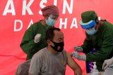10 pejabat publik NTT jalani vaksinasi perdana