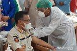 Wali kota Kendari pertama menerima suntikan vaksin COVID-19